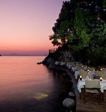 Een fonkelende zee en overspattende vonken... word weer verliefd bij Hillside Beach Club