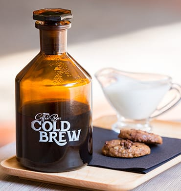 Cold brew coffee and cookies, the ideal kick to start the day!