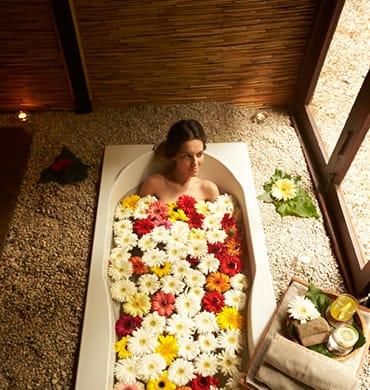 Lehnen Sie sich zurück und entspannen Sie in der wohltuenden Atmosphäre des Sanda Spas.