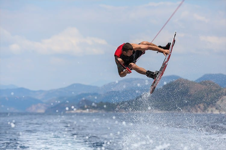Wakeboarden mit dem Champion persönlich: Hillside Beach Club veranstaltet die Watersports Week
