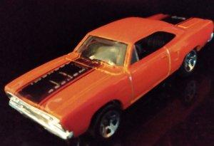 FREE BONUS CAR  : 1970 Roadrunners  1987 Hot Wheels limited release