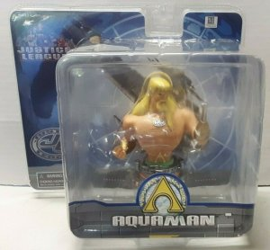 JUSTICE LEAGUE AQUAMAN PAPERWEIGHT CARTOON NETWORK (NEW)