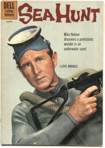 SEA HUNT #8--1961--LLOYD BRIDGES TV SERIES PHOTO COVER---RUSS MANNING ART---DELL