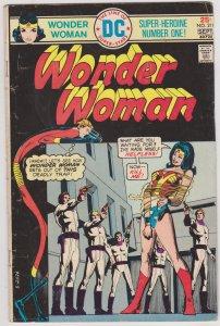 Wonder Woman #219 (1975)