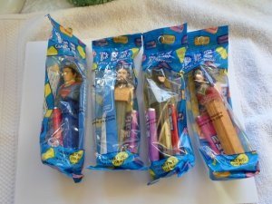 DC COMIC HEROS PEZ CANDY & DESPENSER W WOMEN, SUPERMAN,BATMAN, & DON,T KNOW