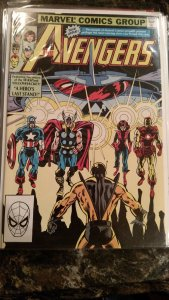AVENGERS, THE #217 (Marvel,1982) Condition VF