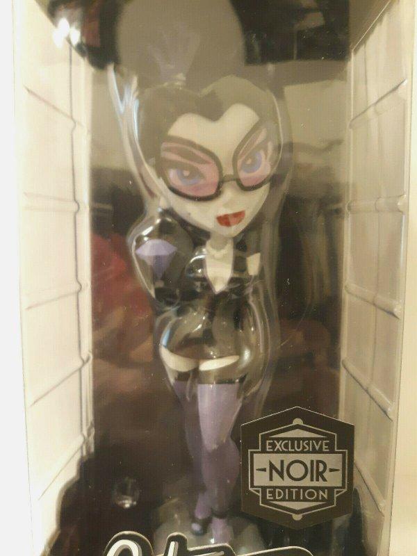 DC Bombshells Catwoman Vinyl Figure Exclusive Noir Edition -SDCC 2016- MIB - NEW