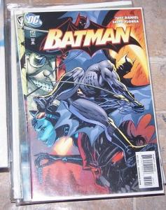 Batman #692 (Dec 2009, DC) catwoman penguin arkham gotham tv bruce wayne