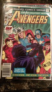 AVENGERS, THE #218 (Marvel,1982) Condition FN/VF