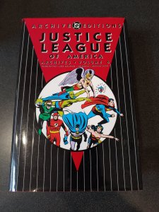 JUSTICE LEAGUE OF AMERICA  ARCHIVES VOLUME 6 HARD COVER