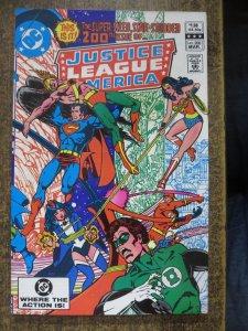JUSTICE LEAGUE OF AMERICA 200 F- COMICS BOOK