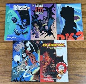 LOT 5 BATMAN BOOKS FLASHPOINT TPB THE WORLD FEATURING Full Circle Dark Knight