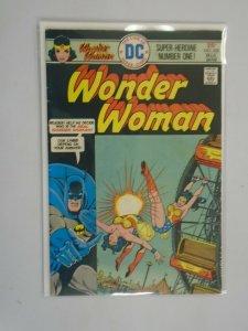 Wonder Woman #222 5.0 VG FN (1976 1st Series)