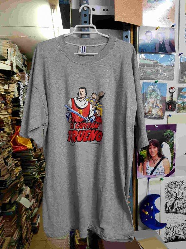 Camiseta de El Capitan Trueno, Crispin y Goliath firmada por Ambros. Talla SG