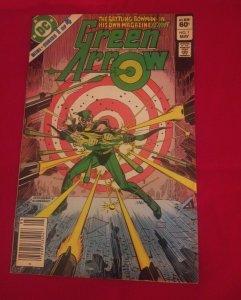 GREEN ARROW #1 (May 1983, DC COMICS) THE BATTLING BOWMAN VF