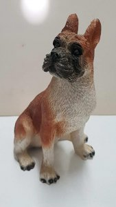 Figura de perro de resina: Boxer de 10x7 cm