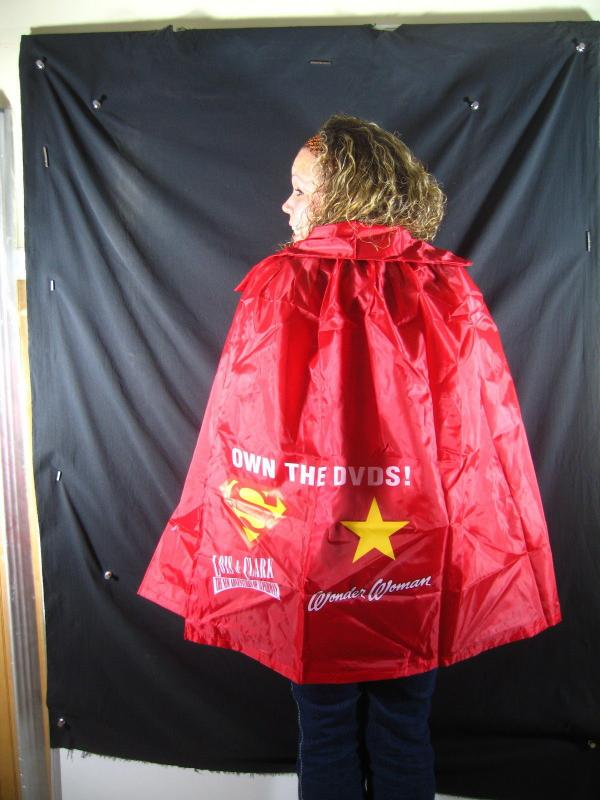 SUPERMAN/WONDER WOMAN CAPE-RARE DC PROMOTIONAL ITEM NM