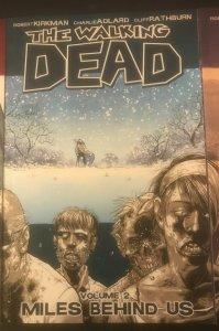 The Walking Dead Vol. 2 Miles Behind Us (9.4 NM)
