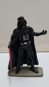 Darth Vader de metal, figura pintada. 2005 Lucasfilm Ltd.
