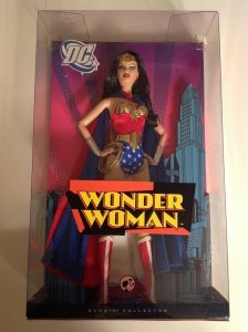 Barbie Collector Pink Label Wonder Woman Mint in sealed box 2008