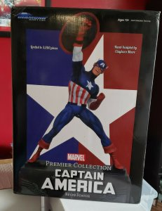 Diamond Select Premier Collection CAPTAIN AMERICA Statue #275/3000 Steranko