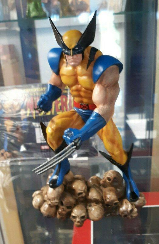 Wolverine on Skulls Statue w/COA & Box - X-Men - Diamond Select - #304/2500