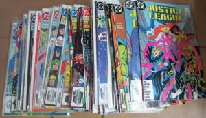 JUSTICE LEAGUE Lot of 38 comics books 1987-1993 AMERICA DC F-VF/+