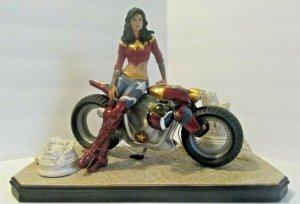 DC Collectibles WONDER WOMAN DC Gotham City Garage Statue 0009/5000 w/OB
