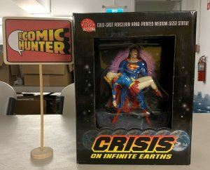 Superman & Supergirl Crisis on Infinite Earth Limited Edition Statue
