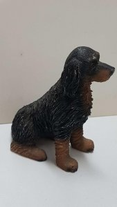Figura de perro resina: Gordon Setter de 8x7 cm