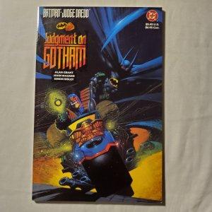 Batman Judge Dredd Judgment on Gotham 1 Very Fine- Cover by Simon Bisley