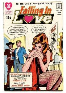 FALLING IN LOVE #124 COMIC BOOK 1971-DC ROMANCE COMICS-GO GO GIRL