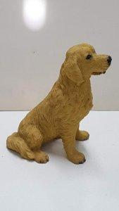 Figura de perro resina: Golden Retriever de 9x7 cm