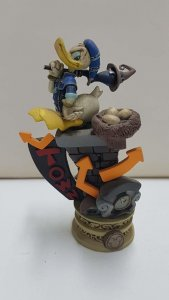 Figura de resina Disney: Pato Donald sentado sobre una chimenea