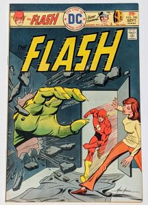 The Flash #236 (Sept 1975, DC) VF 8.0 Mike Grell cvr Golden Age Flash & Dr Fate