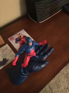 The Atom Statue (Batman's Hand) Mint 22/750 Very Low Number See Pictures