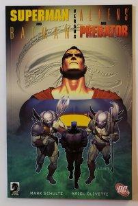 Superman & Batman VS. Aliens & Predator TPB Soft Cover First Print DC Comics NM