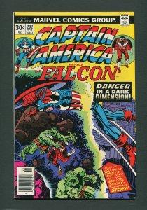 Captain America #202 / 9.0 VFN/NM  /  Newsstand /  October 1976)