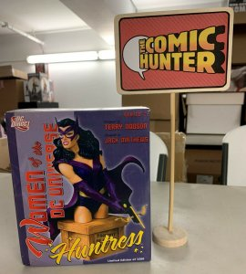 Women of the DC Universe Huntress Bust Series 2 Limited Edition
