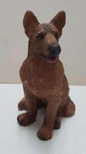 Figura de perro resina: Pastor Aleman de 9x6.5 cm.