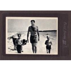 1964 JOHN F. KENNEDY TAKES A STROLL #47 VG+
