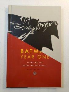 BATMAN YEAR ONE FRANK MILLER DAVID MAZZUCCHELLI HARD COVER GRAPHIC NOVEL NM