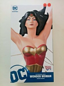 Wonder Woman statue designed by Adam Hughes 1279 of 5000