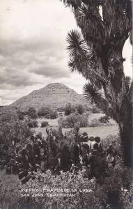 RP; Piramide La Luna, San Juan Teotihucan, Mexico, 10-20s