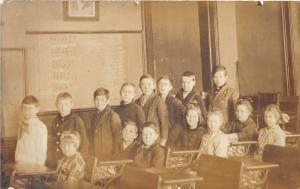 E69/ Quaker City Ohio RPPC Postcard Guernsey Co 1917 School Interior Students