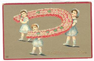 Girls holding exagerted horse shoe of flowers and green hearts, Uiel Gluckimn...
