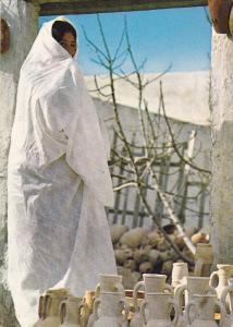 MAHDIA , Morocco , 50-70s ; Vente des Poteries de Moknine au Marche de la ville