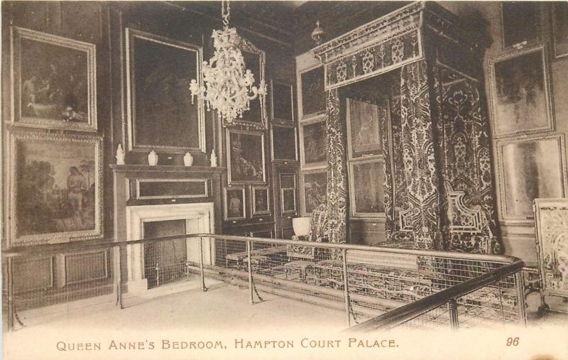 Queen Anne`s Bedroom Hampton Court Palace