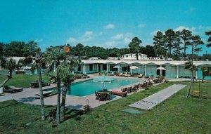 BILOXI , Mississippi, 50-60s ; Emerald Beach Motel, Swimming Pool