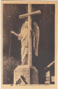 France, LOURDES, L'Ange a l'Entree du Calvaire, unused Postcard